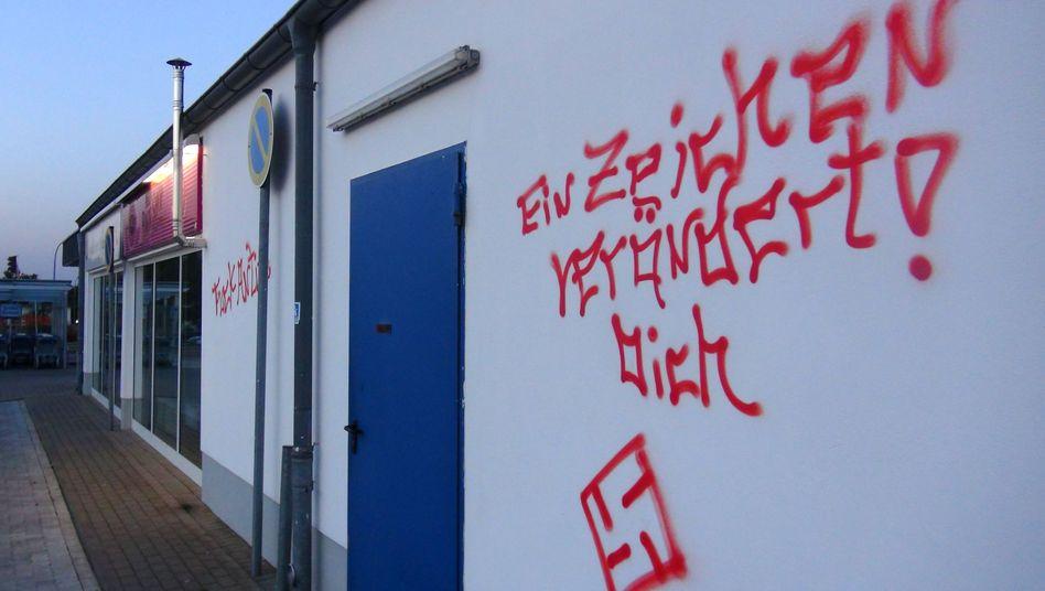 """Eine vollgeschmierte Hauswand in Salzwedel: """"Wut und Ratlosigkeit"""""""