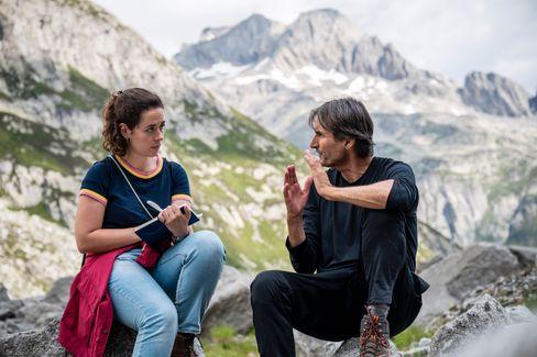 SPIEGEL-Redakteurin Viola Kiel mit Mikrobiologe Beat Frey