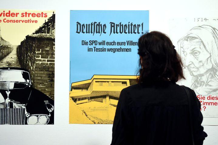 """Das Plakat von Klaus Staeck mit der """"Villa im Tessin"""""""