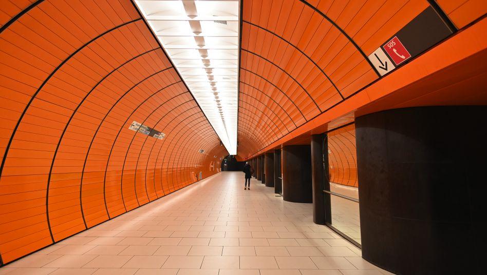 Fast leere U-Bahn-Station am Münchner Marienplatz