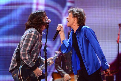 Duo mit Vorgeschichte: Dave Grohl gastierte bei der Rolling-Stones-Tour 2013