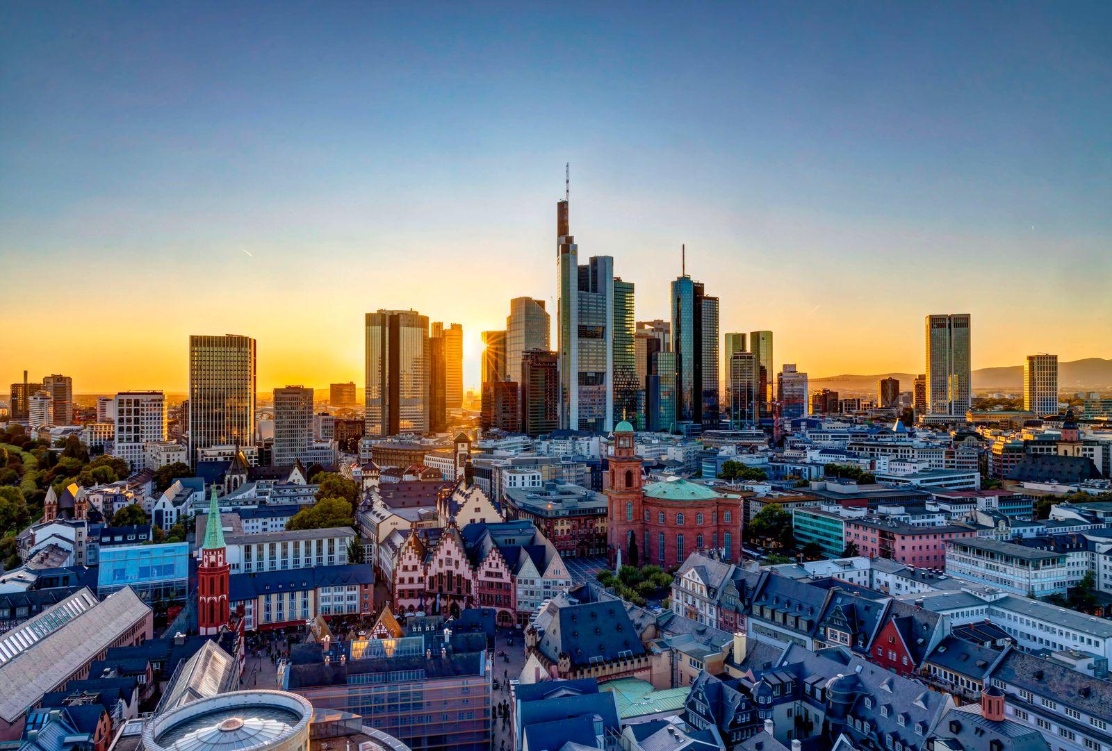 DEU, Deutschland, Frankfurt am Main, Hessen, 21.09.2019: Frankfurt von oben. Blick auf das Bankenviertel von Mainhattan.