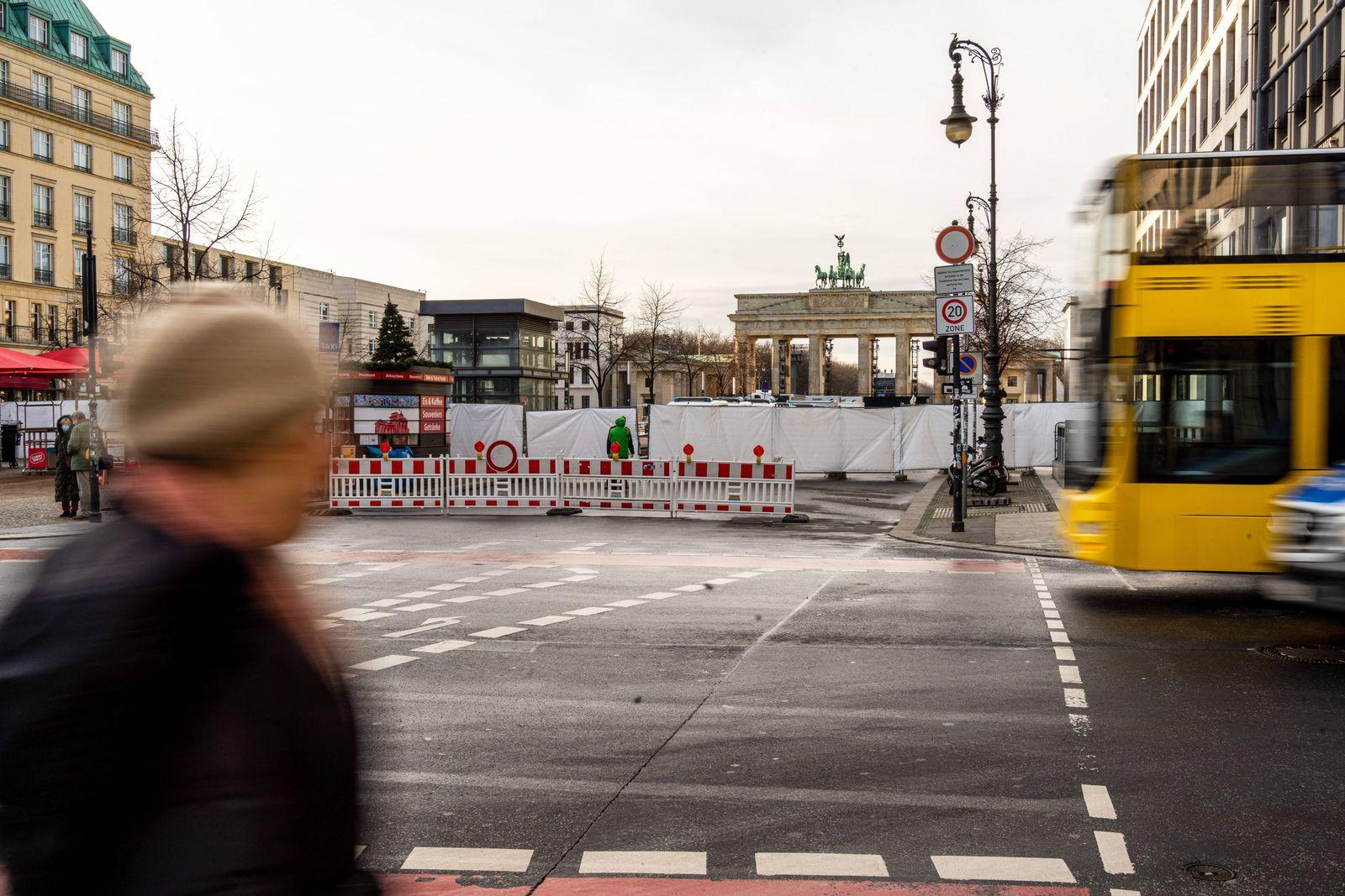 31.12.2020,Berlin,Deutschland,GER,Sperrung Pariser Platz am Brandenburger Tor. *** 31 12 2020,Berlin,Germany,GER,Parise