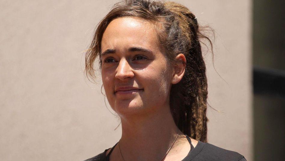 Carola Rackete nach ihrer Vernehmung bei der italienischen Staatsanwaltschaft