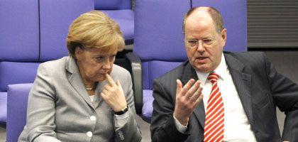 Kanzlerin Merkel, Minister Steinbrück: Hohe Steuerlast für Geringverdiener