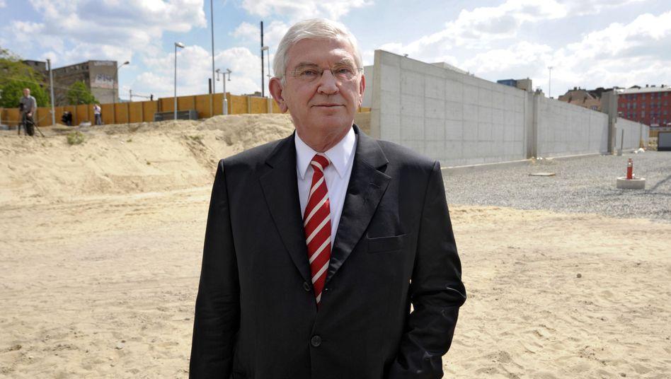 BND-Chef Uhrlau im Jahr 2008 auf der Baustelle: Scharfe Kritik aus der CDU