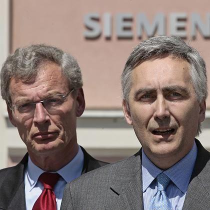"""Neuer Konzernchef Löscher (r.), Aufsichtsratschef Cromme: """"Peter wer?"""""""