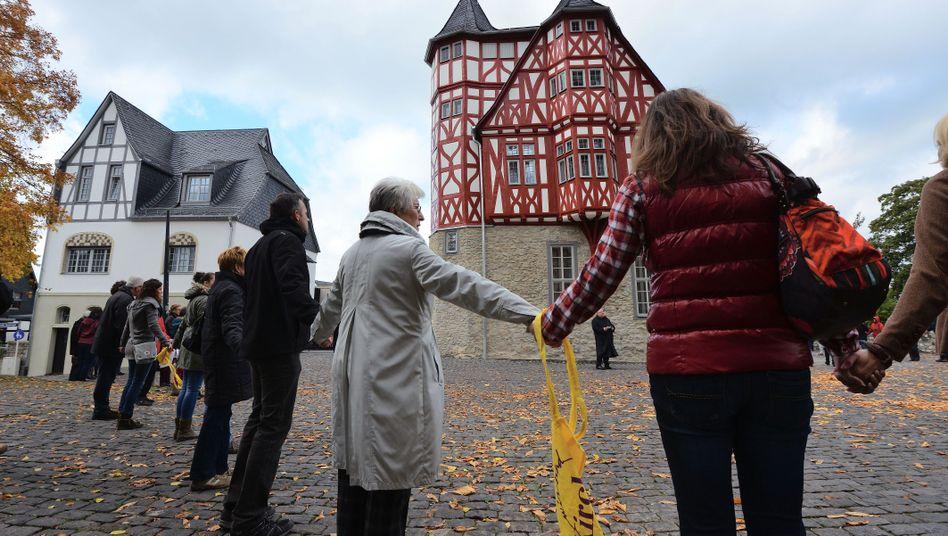 Limburger Bischofssitz (am Sonntag): Protest gegen Tebartz-van Elst