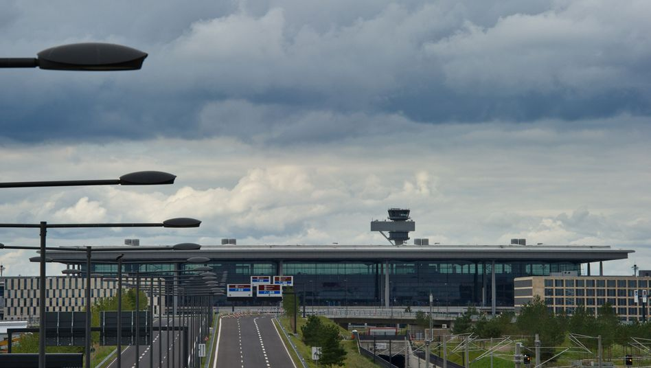 The opening of the Berlin Brandenburg Airport has already been pushed back twice.