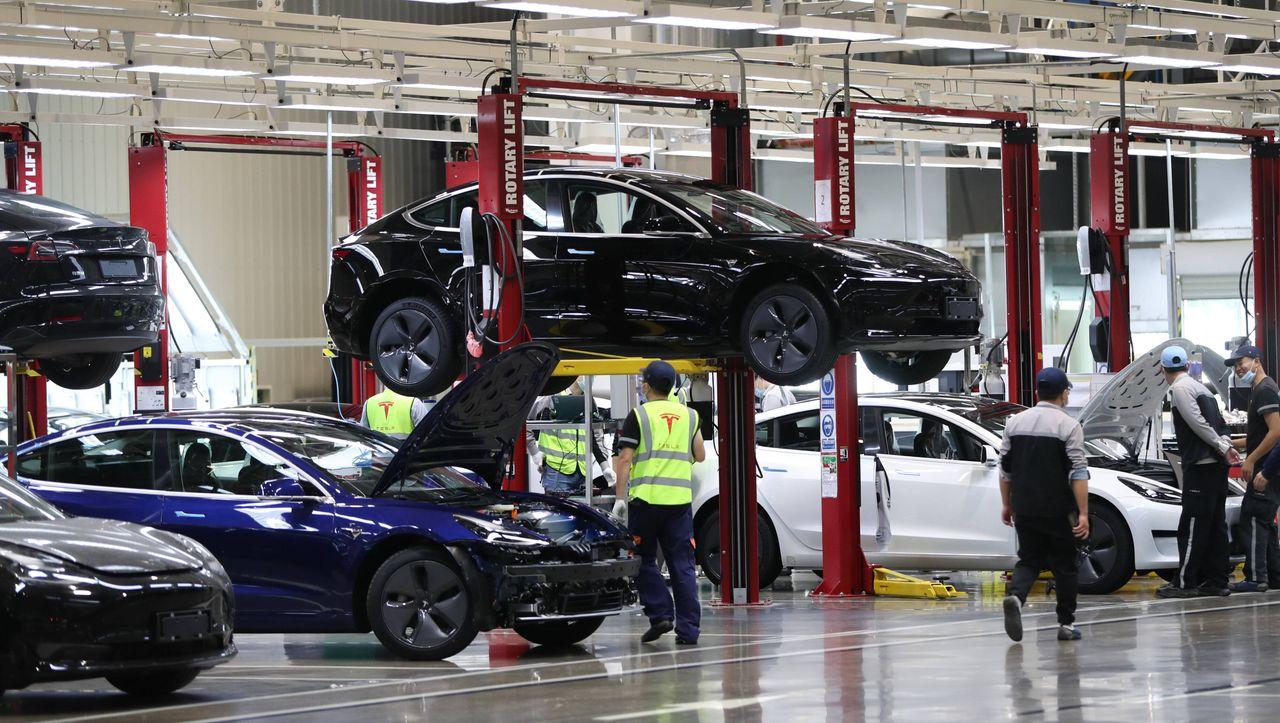 Videos auch aus Tesla-Fabriken: Hacker haben angeblich 150.000 Überwachungskameras angezapft - DER SPIEGEL