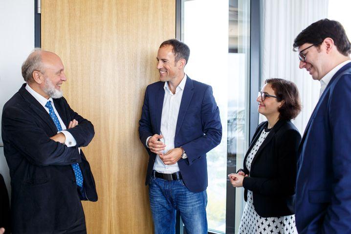 Hans-Werner Sinn im Gespräch mit den Redakteuren Florian Harms, Yasmin El-Sharif und Stefan Kaiser