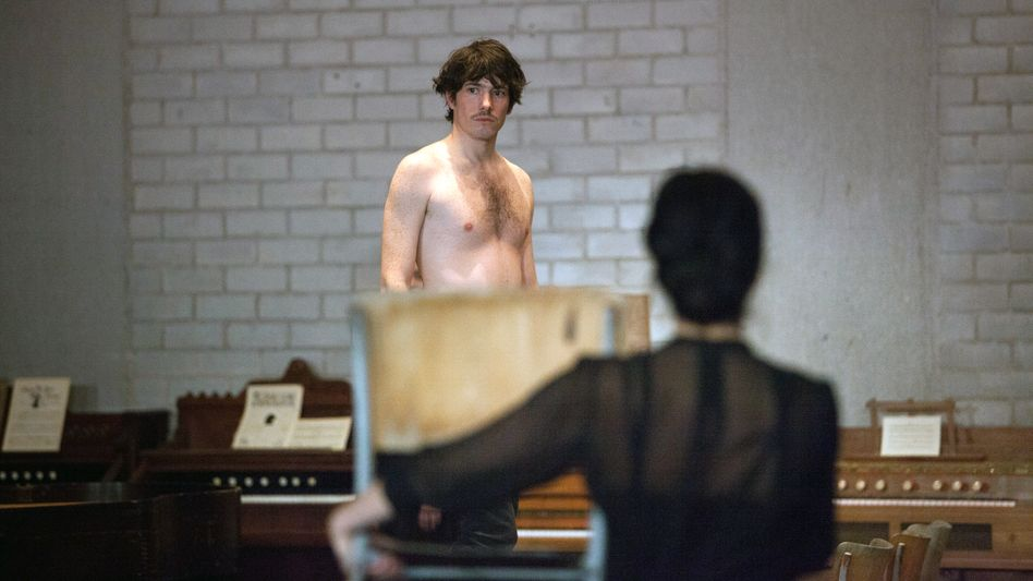 "Wie ein sinnlicher Schatten: Sebastian Ledesma im Baseler ""Zauberberg"""