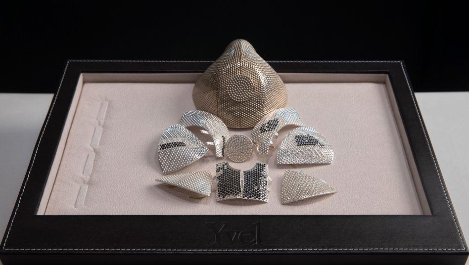 Ein Modell und Einzelteile einer Maske der israelischen Schmuckfirma Yvel: Ein Geschäftsmann aus Shanghai soll eine 1,5 Millionen Dollar teure Maske bestellt haben