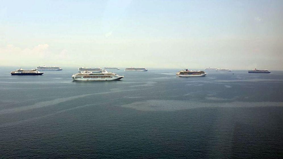 Kreuzfahrtschiffe in Wartestellung vor Manila, Philippinen