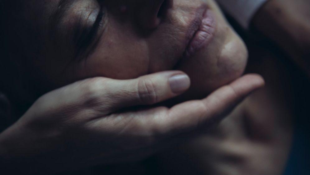 """Sehnsucht nach Körperkontakt: """"Ich möchte mich anlehnen"""""""