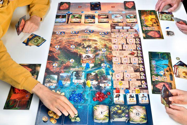 »Die verlorenen Ruinen von Arnak« ist ein großes Brettspiel, das richtig viel hermacht auf dem Tisch