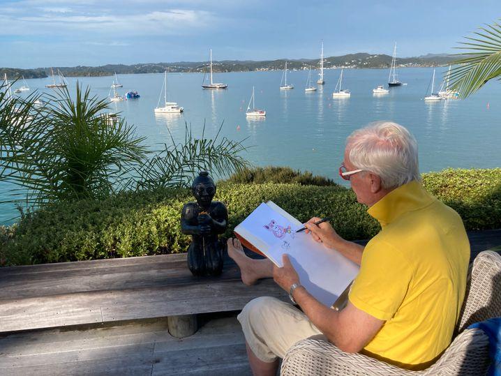 Sittin' on the dock of the bay: Helme Heine lässig beim Zeichnen in Neuseeland (am 30. März 2021)