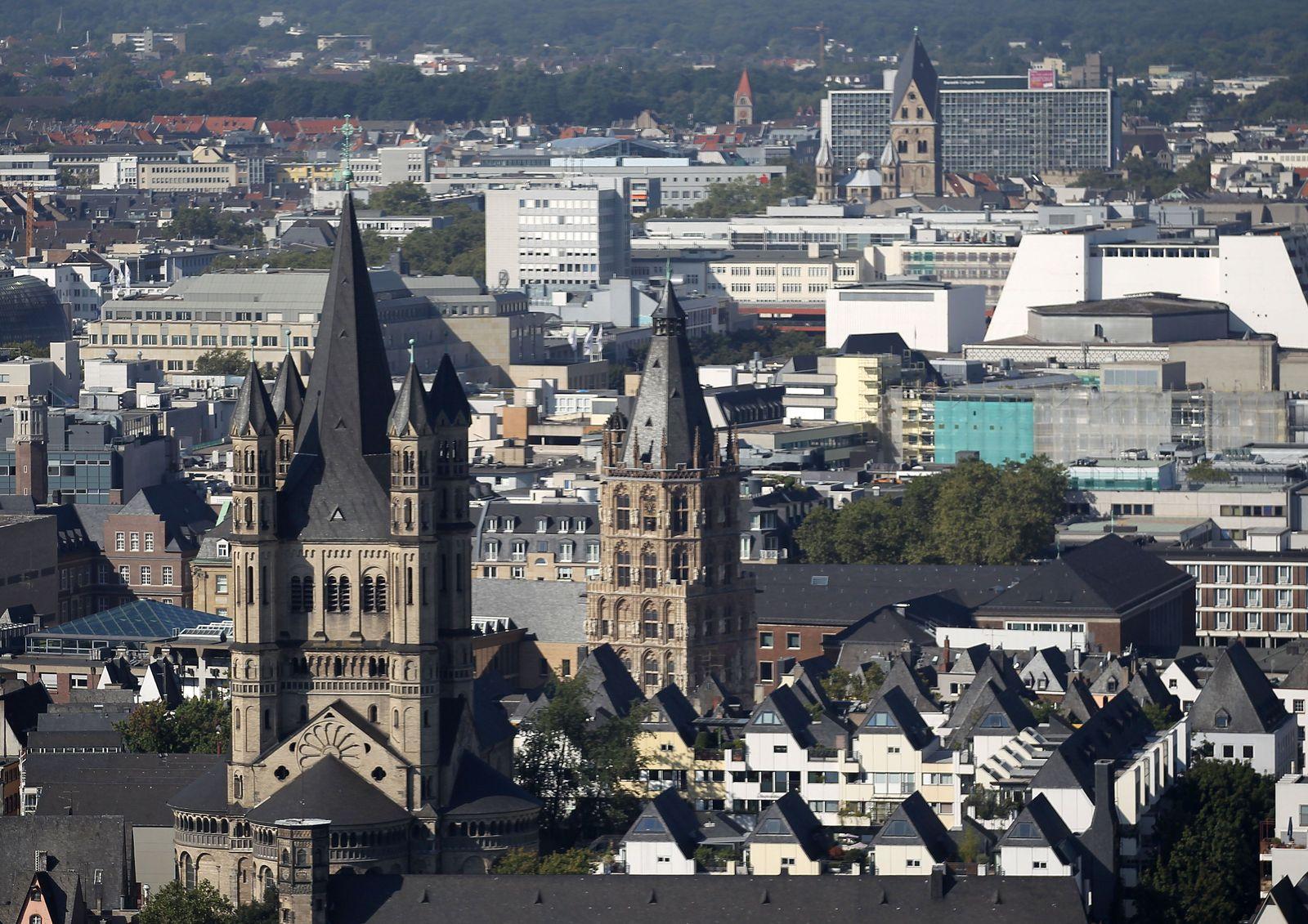 Köln / Skyline / Rathaus