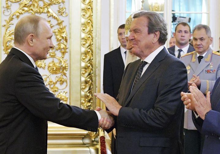 Gerhard Schröder bei Wladimir Putins Amtseinführung im Mai 2018