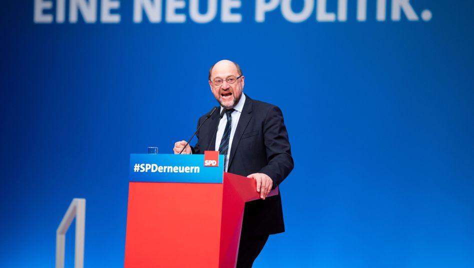 Martin Schulz am Rednerpult auf dem Parteitag in Wiesbaden