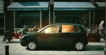 """Ausschnitt aus dem gefälschten Polo-Spot: Der Film sei """"menschenverachtend und kriminell"""", empört sich VW"""
