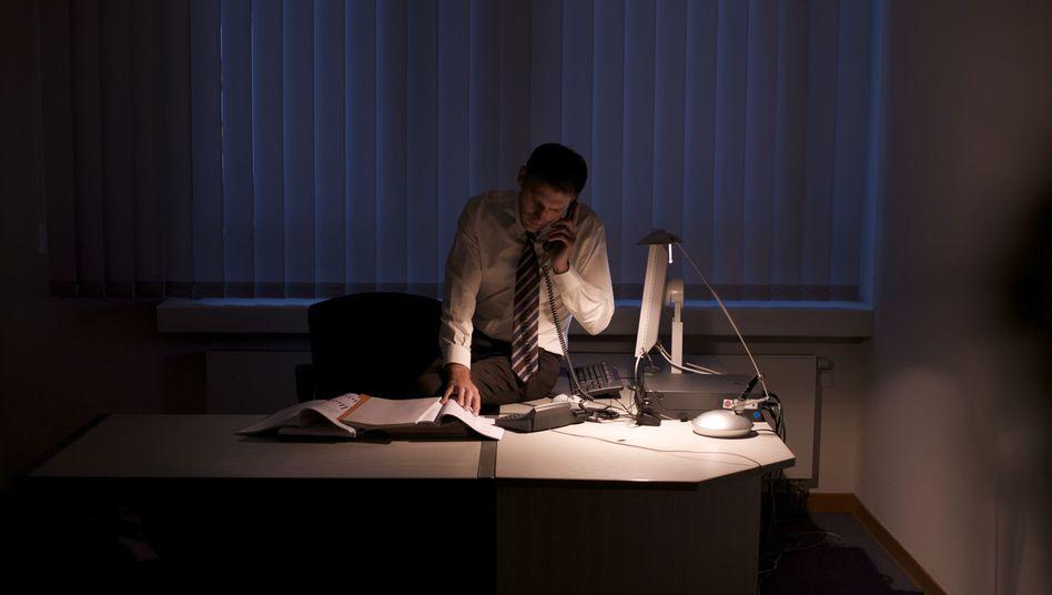 Manager bei der Arbeit: Nachtarbeit eher Schicksal abhängig Beschäftigter