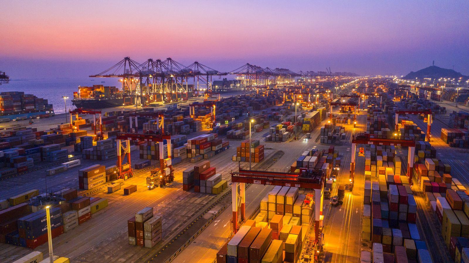 Containerhafen / Shanghai