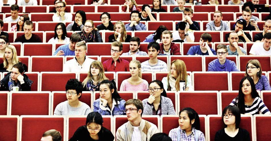Ausländische Studenten in Leipzig: Orientierungslauf durch die Ämter