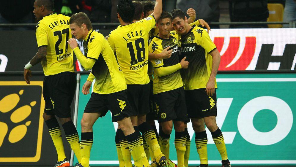 Fußball-Bundesliga: Dortmund souverän, Hertha turbulent