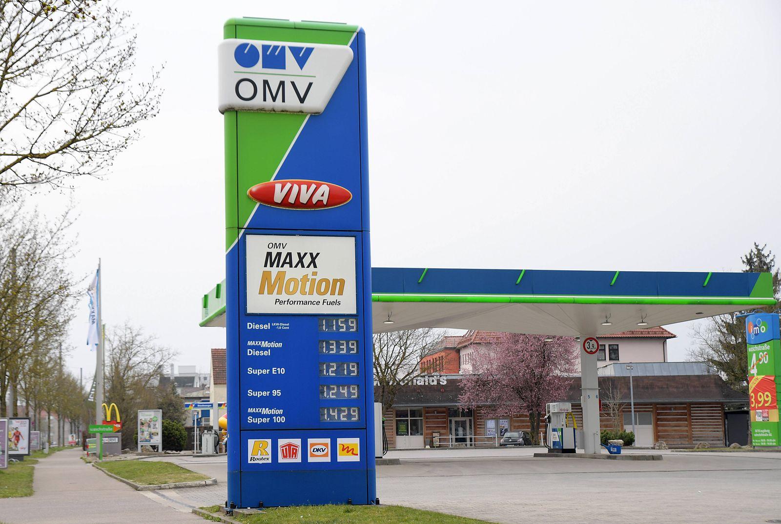 29.03.2020, xemx, News, emwirt, v.l. OMV Tankstelle in Augsburg bei Gersthofen Augsburg *** 29 03 2020, xemx, News, emwi
