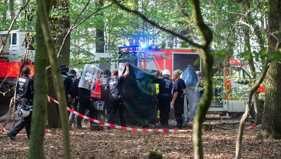 Polizisten und Notärzte am 19. September im Hambacher Forst