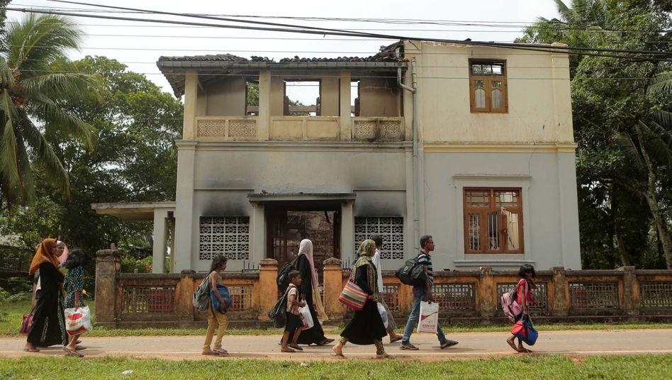 Muslime auf Sri Lanka auf der Flucht: Seit einigen Tagen werden sie von radikalen Buddhisten angegriffen