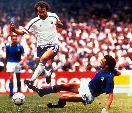 Französischer Spielmacher Platini (l., bei der WM 1986): Technisch beschlagen und erfolgreich