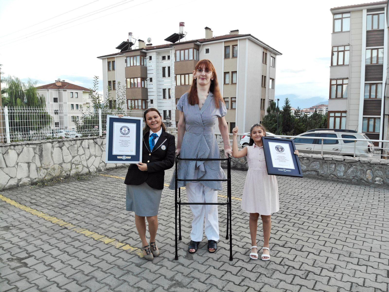 Guinness Buch kürt Türkin zur größten Frau der Welt