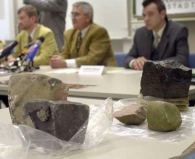 Die kiloschweren Steine schlugen ein wie Granaten
