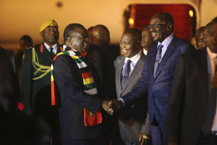 Mnangagwa bei der spontanen Rückkehr nach Harare