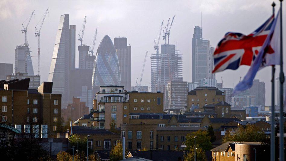 Kräne im Bankenviertel von London