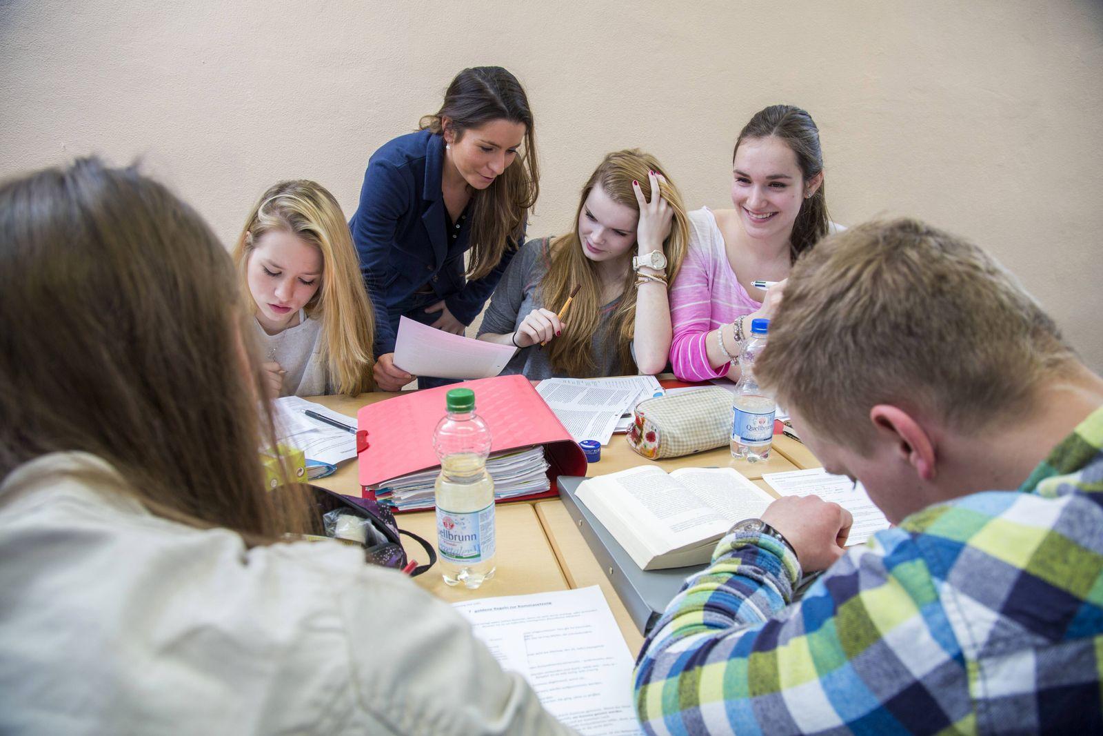 EINMALIGE VERWENDUNG Schüler Gruppenarbeit