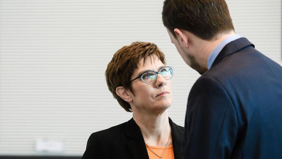 CDU-Chefin Kramp-Karrenbauer, Generalsekretär Ziemiak: Wer ist schuld am Debakel?