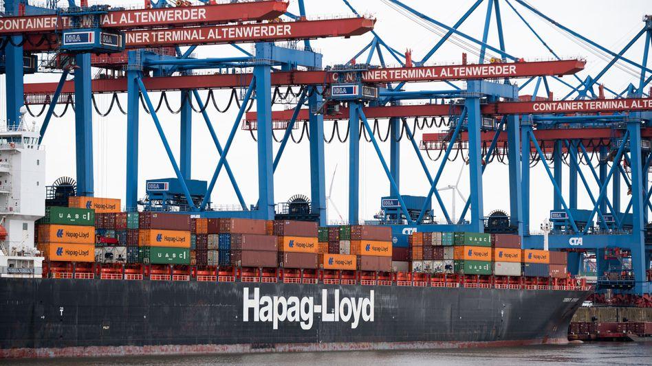 Containerverladung im Hamburger Hafen (im April)