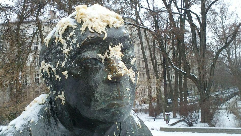 """Geschändete Kollwitz-Skulptur in Prenzlauer Berg: """"Schwabylon wird frei sein"""""""