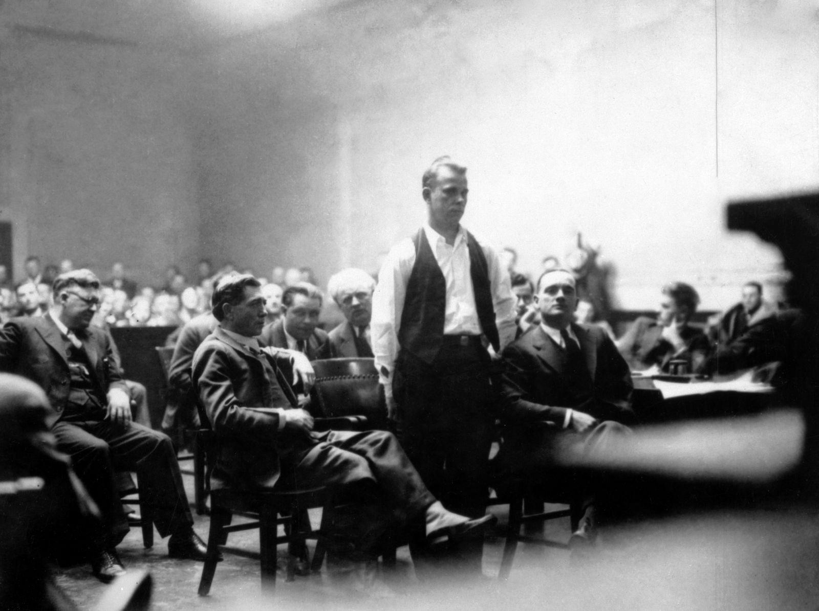 Forensik - Dillinger In Court