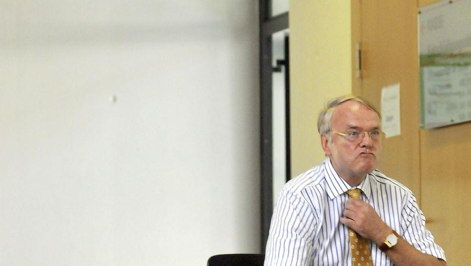 Ludwig-Holger Pfahls: Der frühere Staatssekretär im Juli 2008 im Landgericht Augsburg