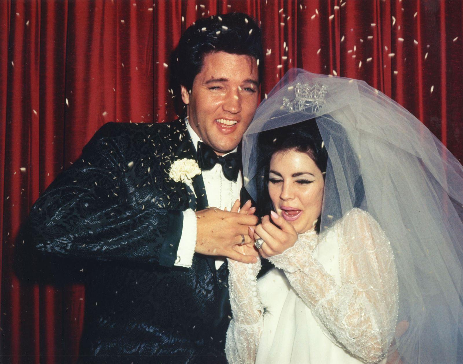 Elvis Presley - Photo of Elvis Presley & Priscilla Presley