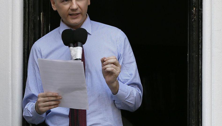 """Auftritt auf dem Balkon: Assange fordert Ende der """"Hexenjagd auf WikiLeaks"""""""