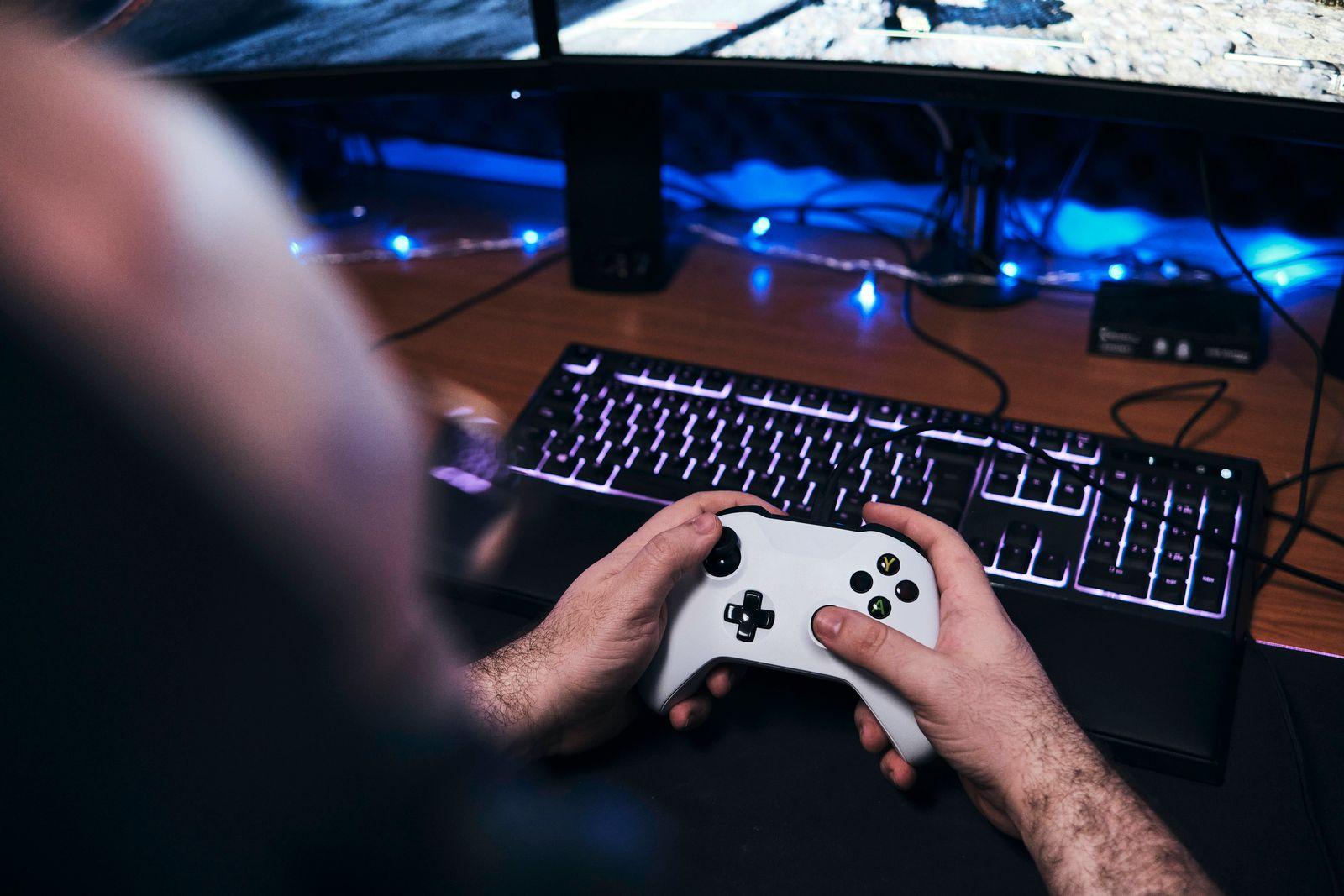 Gamer holding Gamepad, Controller Console in hands. Close up. Las Palmas de Gran Canaria, CN, Spain PUBLICATIONxINxGERxS