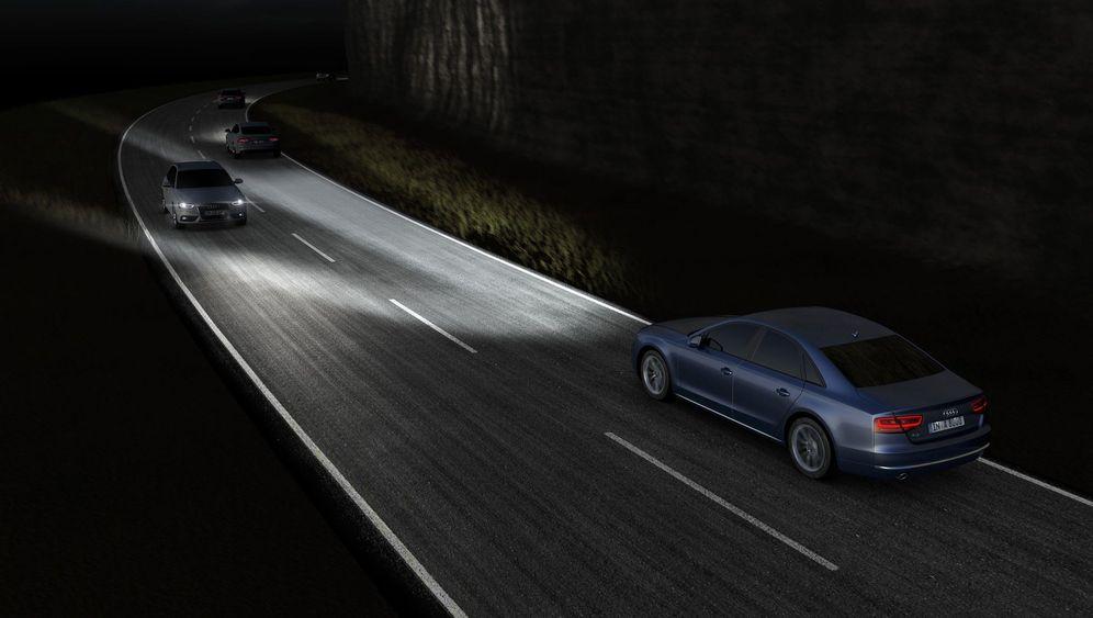 Autogramm Audi A8: Vorsprung durch - Licht