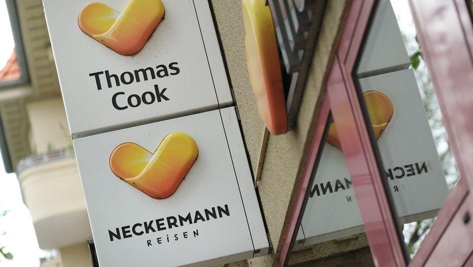 Reiseshop in Berlin mit den Logos von Thomas Cook und Neckermann Reisen