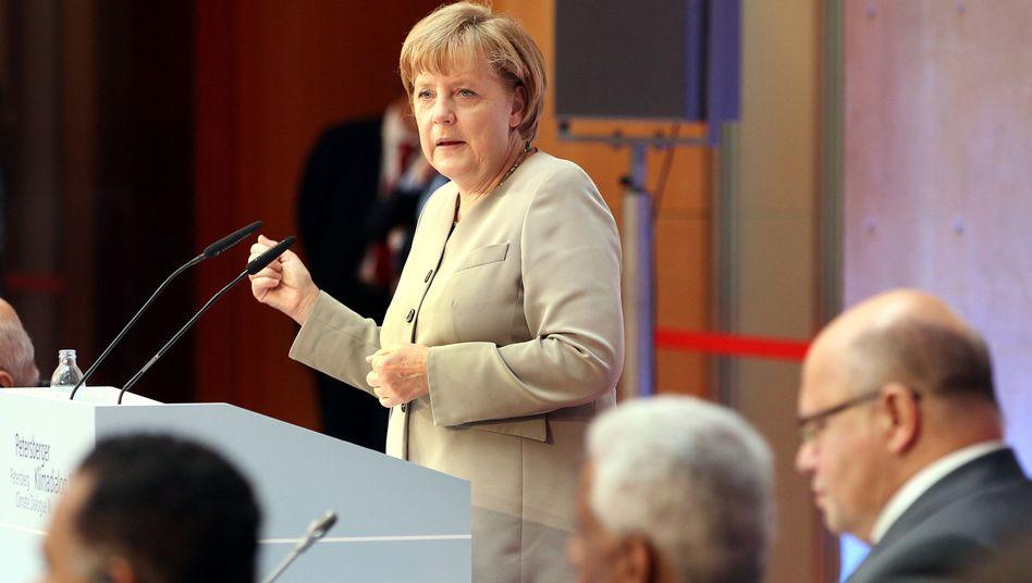 """Bundeskanzlerin Merkel: """"Wir machen uns ja sonst zur Komiker-Nation"""""""