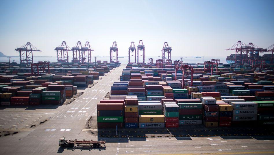 Container in Shanghai: Sieben der zehn größten Containerhäfen der Erde liegen an der Küste der Volksrepublik